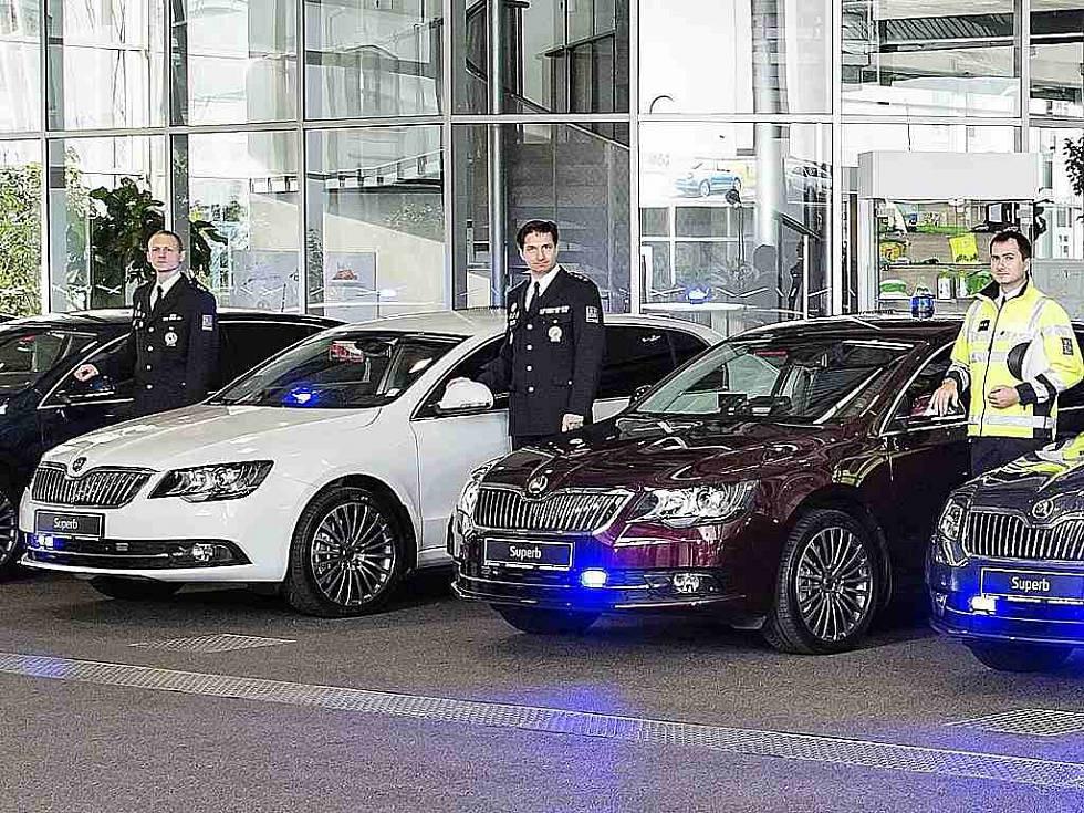 141218-7-skoda-superbs-for-czech-police-002b_galerie-980.jpg